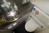 Стюардеси розповіли «огидну» правду про гігієну в літаках